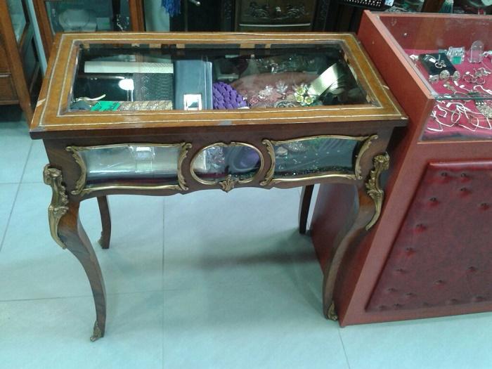 Πωλείται έπιπλο αντίκα τραπέζι βιτρίνα μαρκετερί