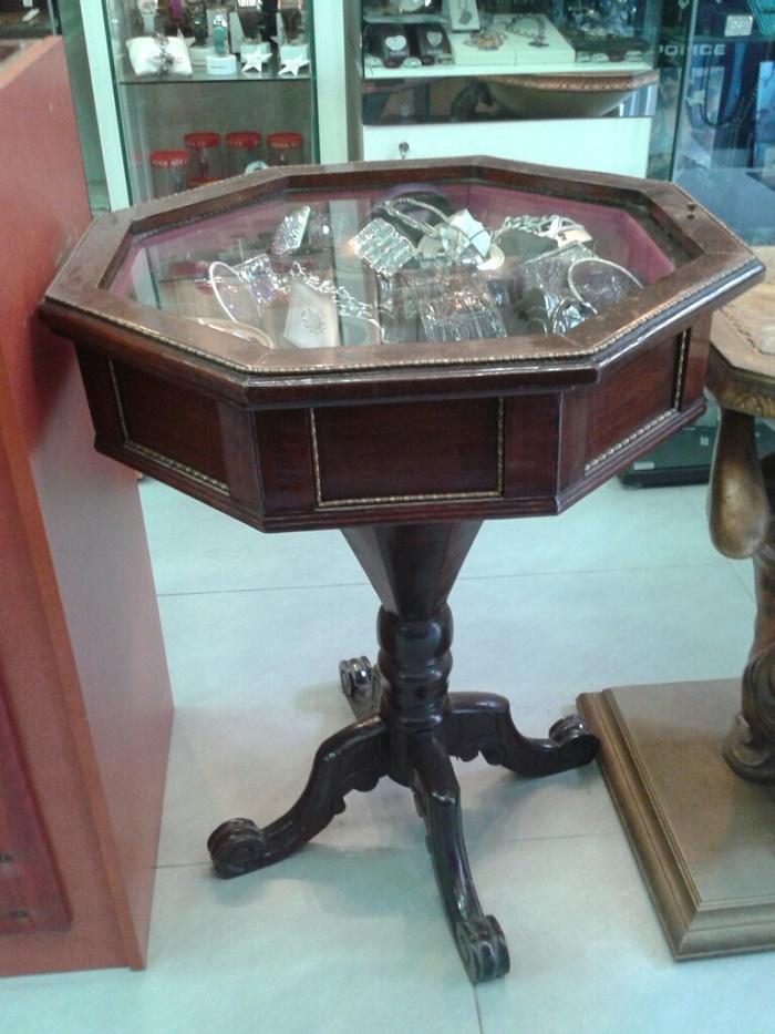 Πωλείται έπιπλο αντίκα τραπέζι οκτάγωνο βιτρίνα